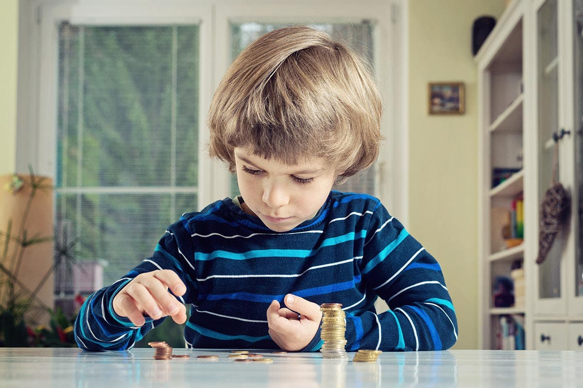 Put your children in a savings club | KaliAntye/Shutterstock.com
