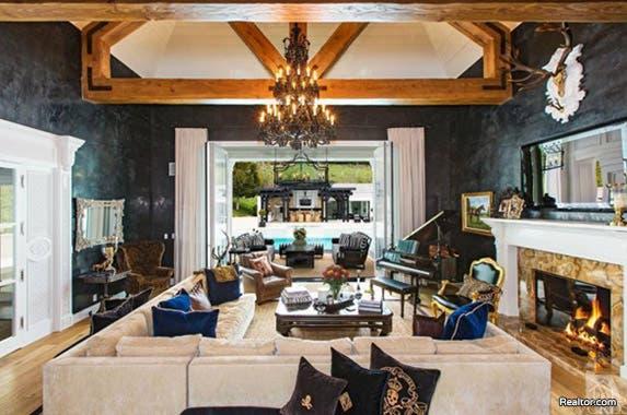 Livingroom | House: Realtor.com