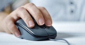 Woman's hand on computer mouse © mama_mia/Shutterstock.com