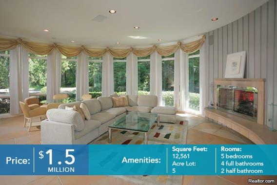 Livingroom| Realtor.com