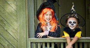 kids dressed up for halloween © Pressmaster/Shutterstock.com