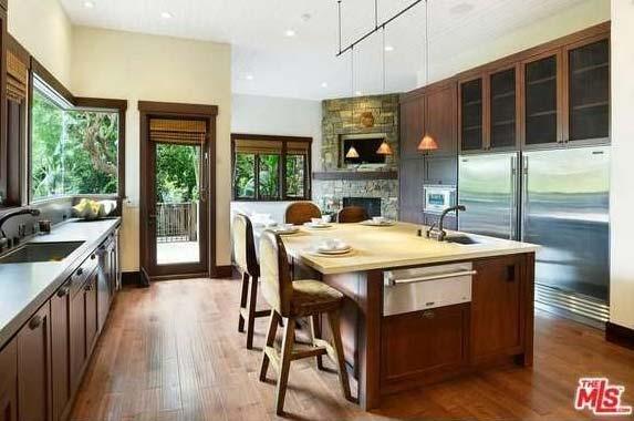 Singer Pink selling Malibu home| Realtor.com