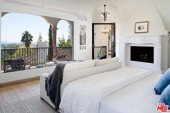 Singer Sia sells this vintage Los Angeles home | Redfin