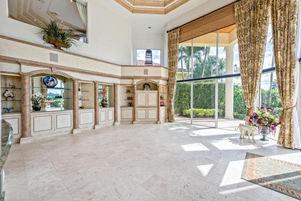 Ben Carson's house for sale: Big room | Realtor.com