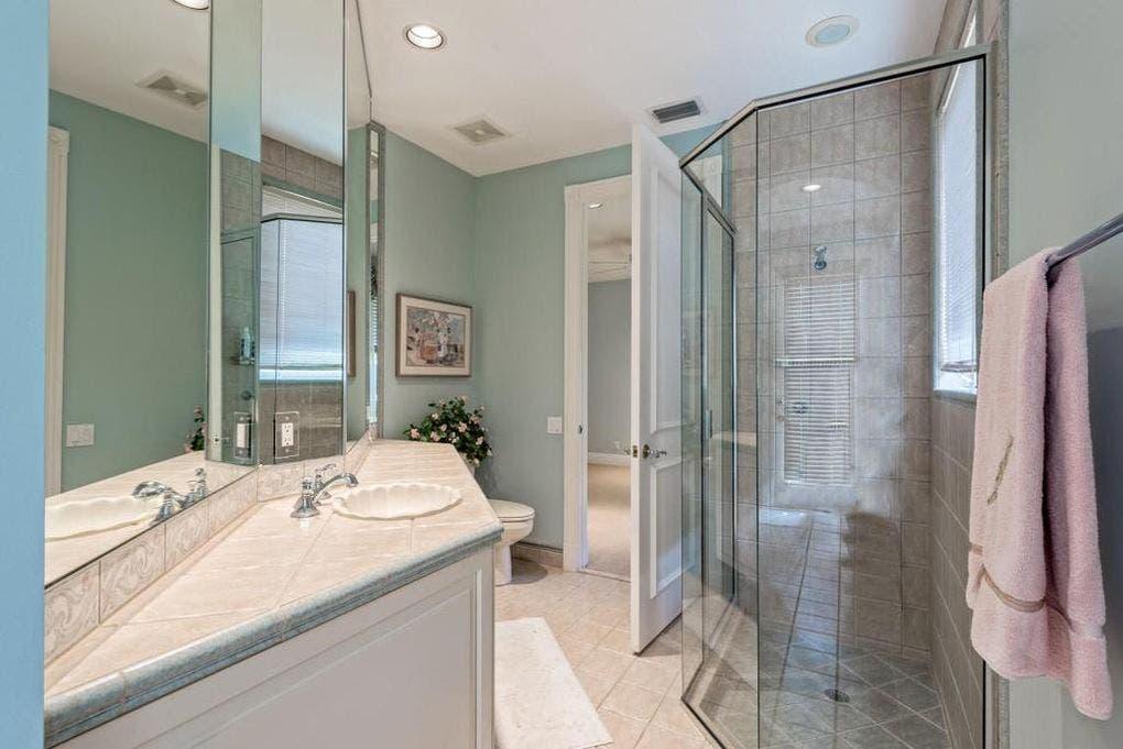 Ben Carson's house for sale: Bath | Realtor.com