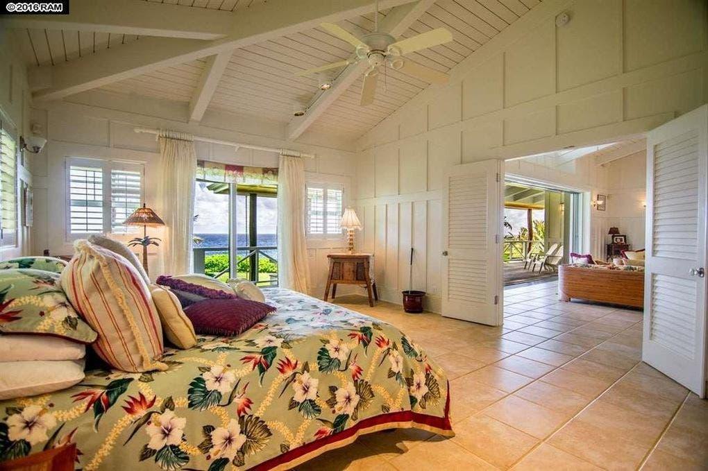 Pat Benatar selling home: bedroom | Realtor.com