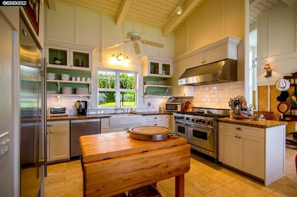 Pat Benatar selling home: kitchen | Realtor.com