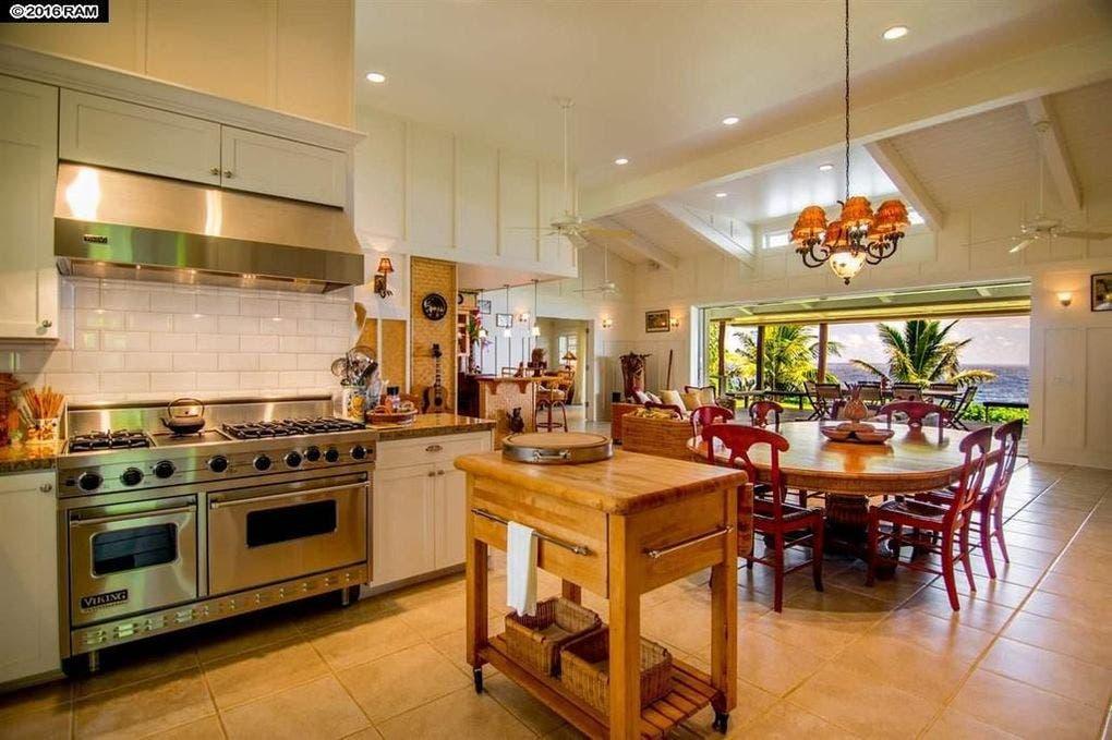 Pat Benatar selling home: dining | Realtor.com
