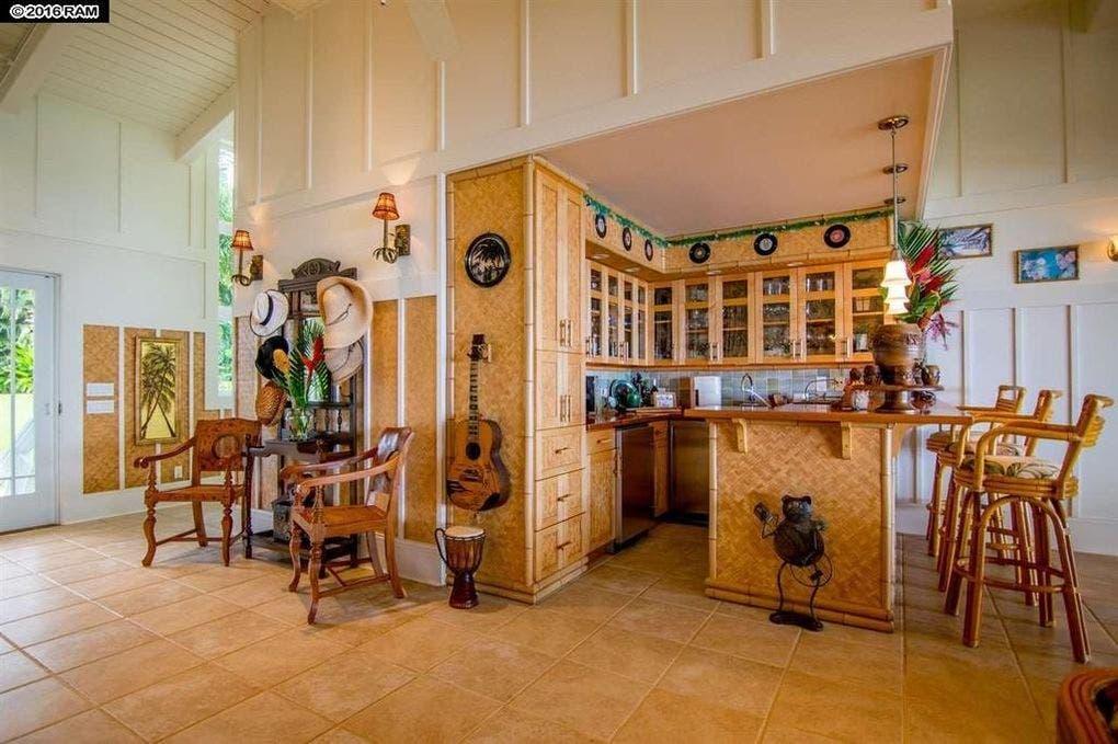 Pat Benatar selling home: bar | Realtor.com