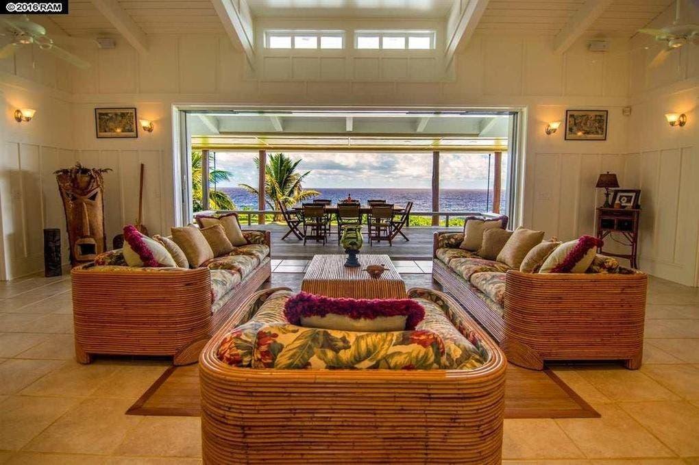 Pat Benatar selling home: living room | Realtor.com