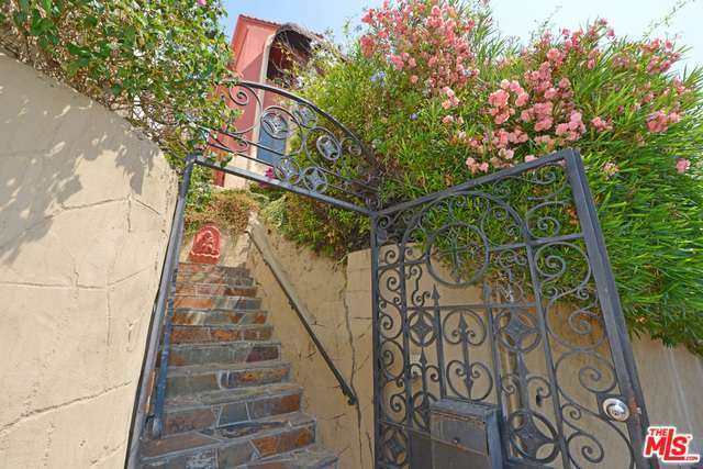 Walk-in gate | Redfin