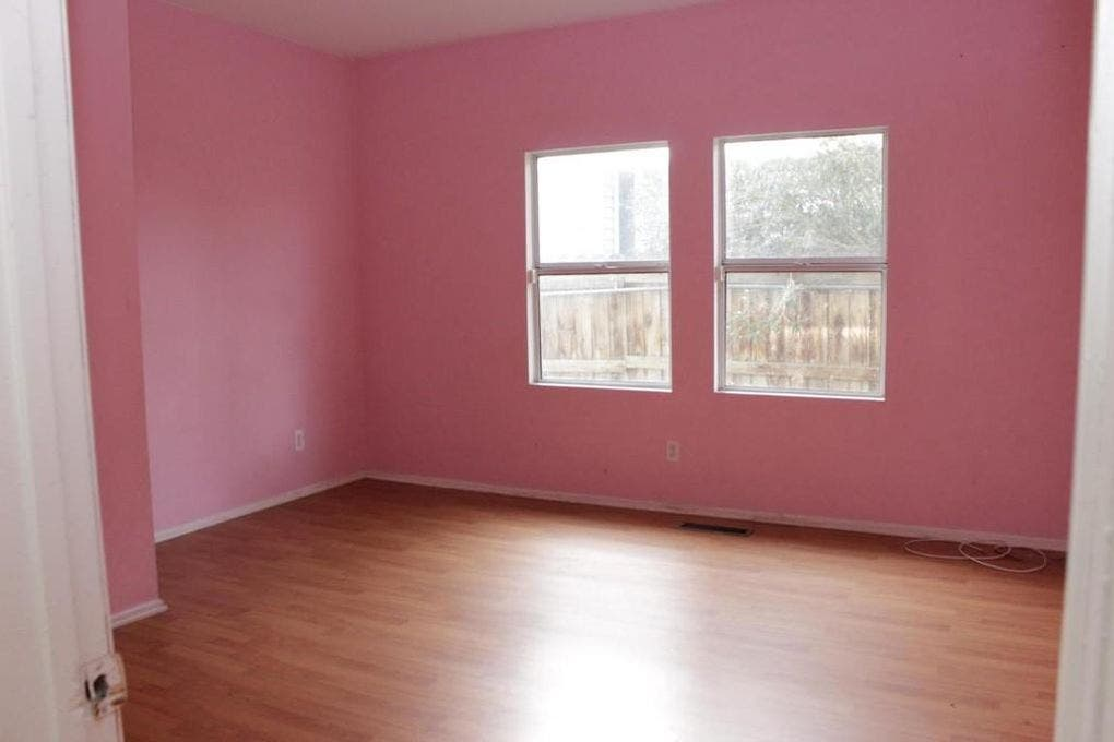 Pink bedroom | Realtor.com