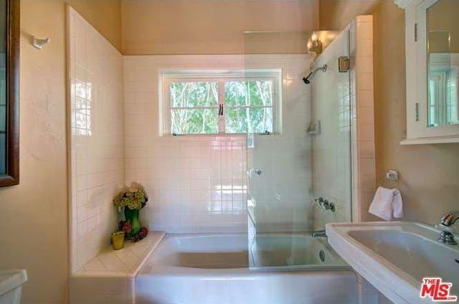Cary Grant's house: Bathroom   Redfin