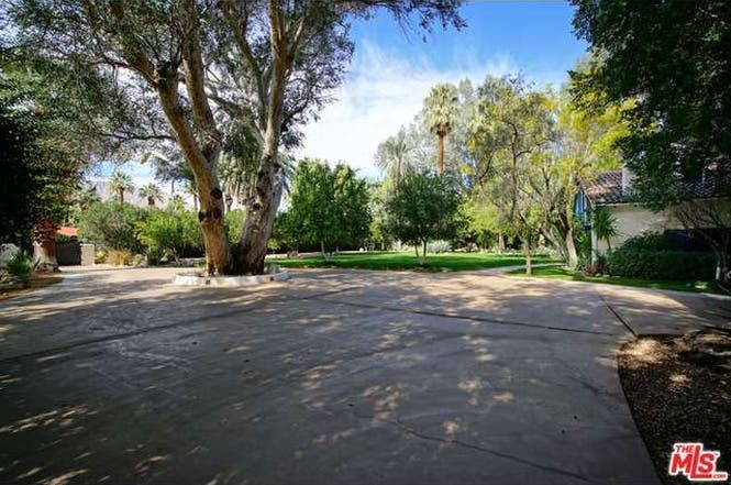 Cary Grant's house: Courtyard | Redfin