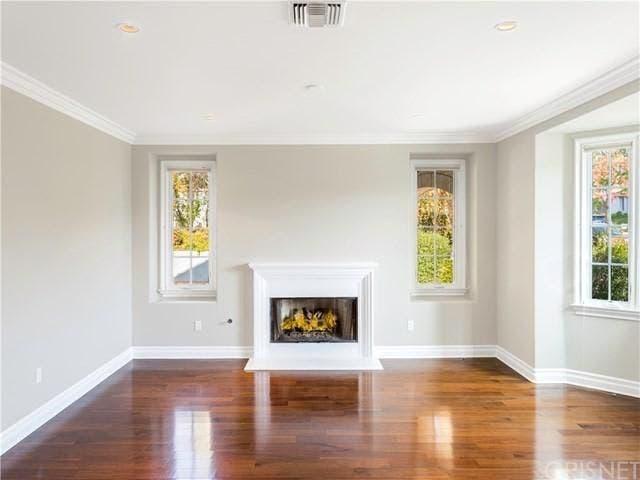 Fireplace front | Realtor.com