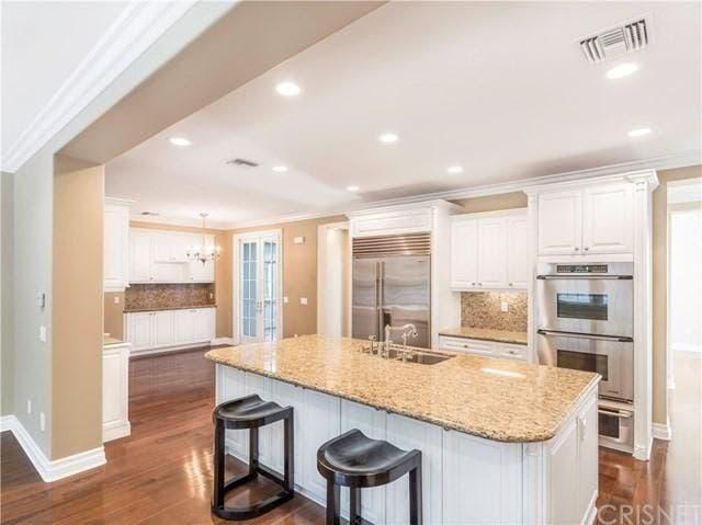 Kitchen island | Realtor.com