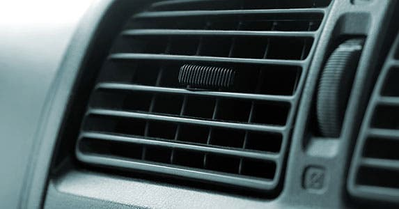 Check for good heating and defrost systems © GeorgeMPhotography/Shutterstock.com