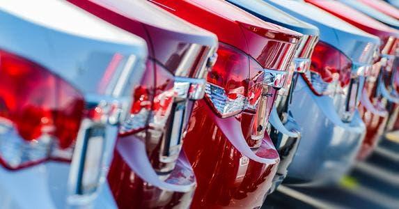 Line of cars © welcomia/Shutterstock.com