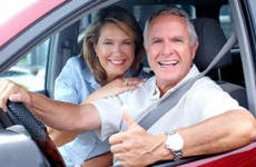 Seniors in car smiling © kurhan/Shutterstock.com