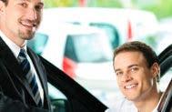 Young man at car dealership looking at new car © Kzenon/shutterstock.com