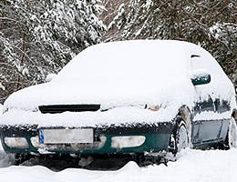 You're exposing your car to extreme temperatures © photka/Shutterstock.com