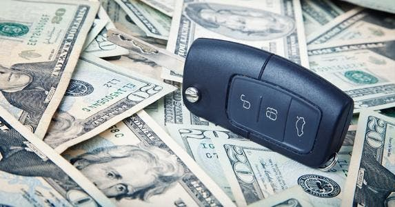 Car key and money © iStock