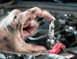 Make the mechanic show you the parts © Joe Belanger/Shutterstock.com