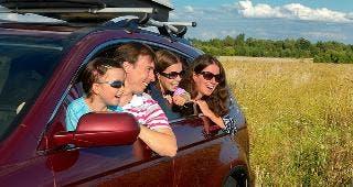 Family in red SUV © JaySi/Shutterstock.com