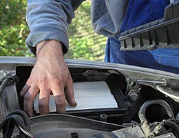Replacing air filters improves mpg © sima/Shutterstock.com