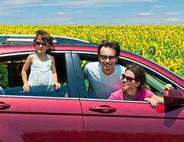 Renting a car for a summer trip © JaySi/Shutterstock.com