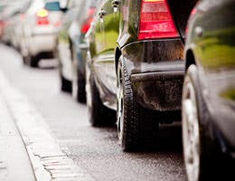 5 bad cars in bumper-to-bumper traffic © Rafal Olkis/Shutterstock.com