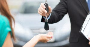 salesman handing woman new car keys © Syda Productions/Shutterstock.com