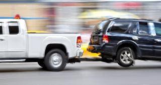 Tow truck © blurAZ/Shutterstock.com