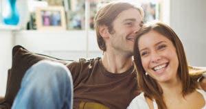 Boyfriend kissing girlfriend's head   Ashley Gill/Getty Images
