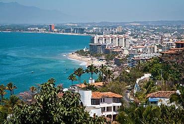 Rent homes abroad: Puerto Vallarta, Mexico © UgputuLf SS/Shutterstock.com