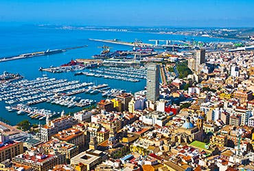 Rent homes abroad: Alicante, Spain © Pablo77/Shutterstock.com