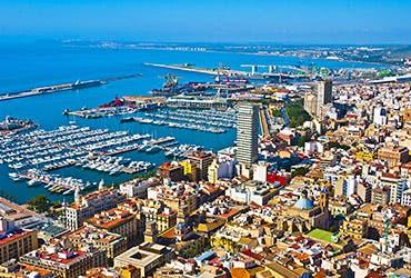 Rent homes abroad: Alicante, Spain © Pablo77/Shutterstock.com