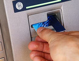 Use ATMs for free © Meryll/Shutterstock.com