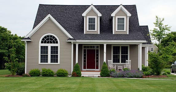 Rental houses © Ann W. Kosche/Shutterstock.com
