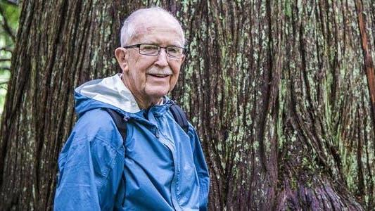 Senior man outside in nature © Robert Crum/Shutterstock.com
