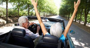 Seniors in car driving freedom © Monkey Business Images/Shutterstock.com