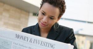 Woman reading paper © SnappyStock, Inc. - Fotolia.com