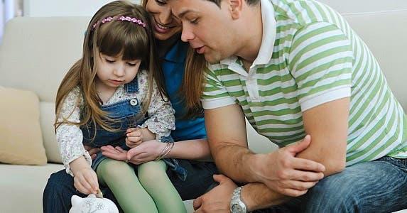 Start early talking about money © dotshock/Shutterstock.com