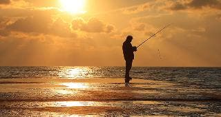 Fishing at sunset © Anton Petrus/Shutterstock.com