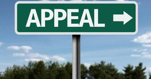 Appeal sign with blue skies in background © Filipe Frazao/Shutterstock.com