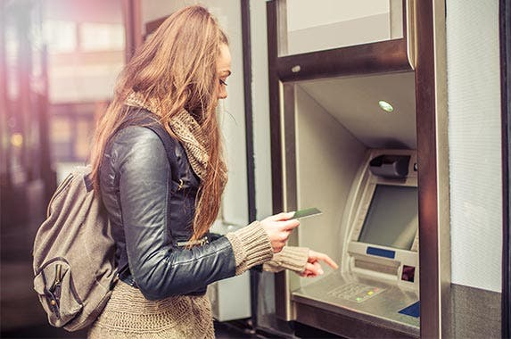 10 banks with the most ATMs | © guruXOX/Shutterstock.com