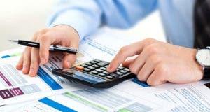 Male hands doing financial calculations © Zadorozhnyi Viktor/Shutterstock.com