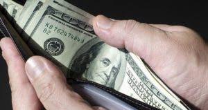 Man holding open wallet with one-hundred dollar bills © ktsdesign/Shutterstock.com