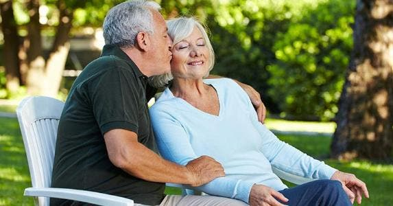 Happy senior couple © Robert Kneschke/Shutterstock.com
