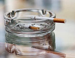 Smoking cigarettes © Romanchuck Dimitry/Shutterstock.com
